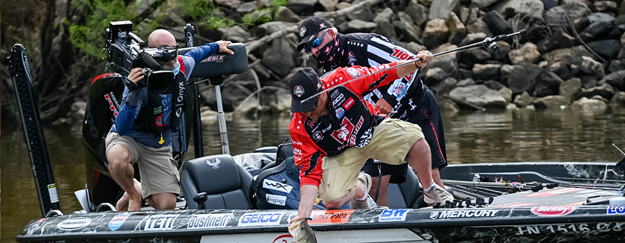 Bryan Thrift Leads Qualifying Group B at Heavy Hitters